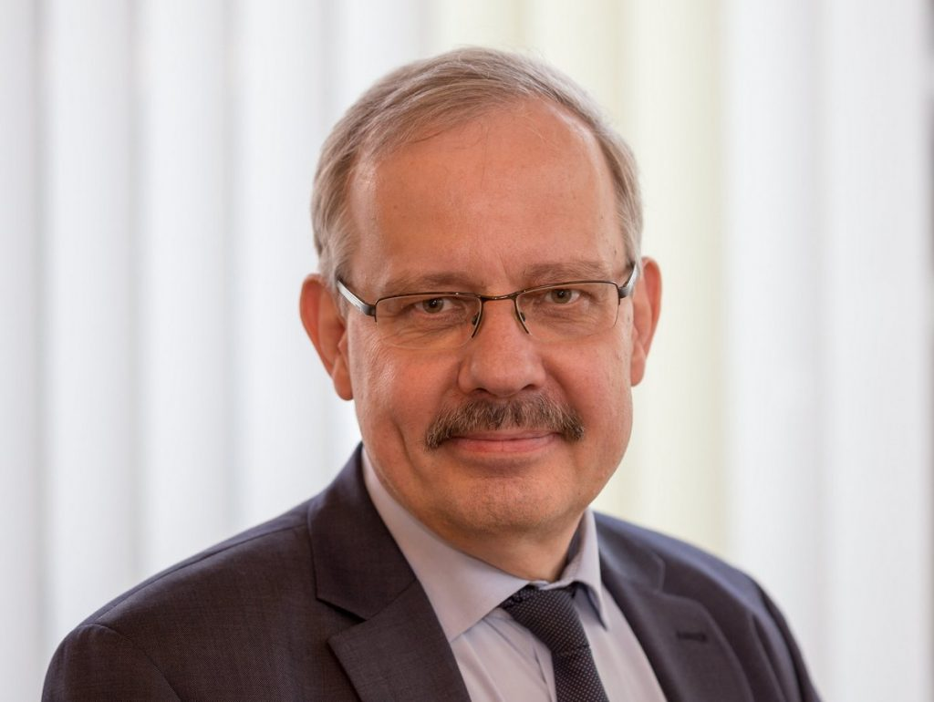 Dr Dietrich Knapp